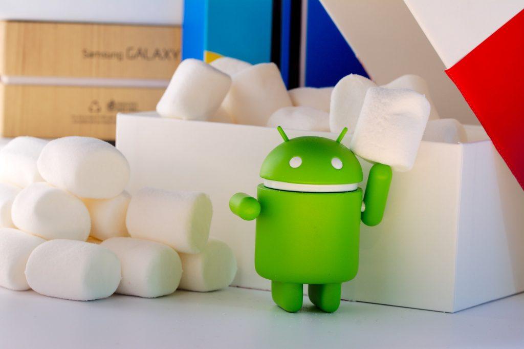 Ein kleiner Android vor einigen Marshmallows.
